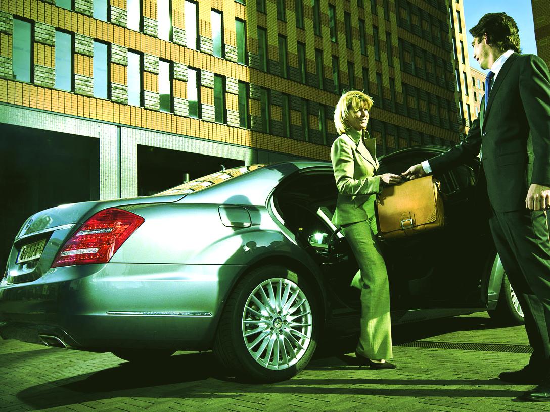 AT LuxuryRent offre servizi di noleggio con conducente