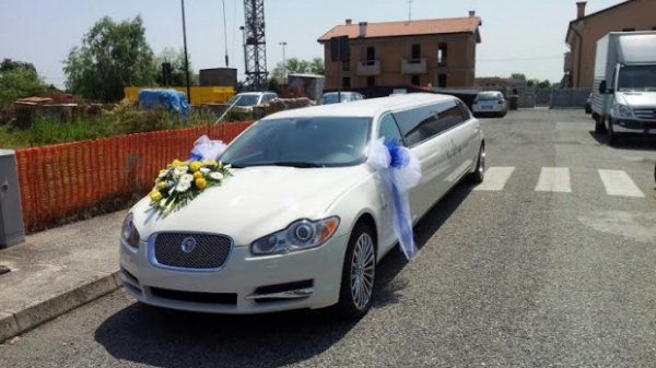 AT LuxuryRent Autonoleggio con conducente Flotta Limousine